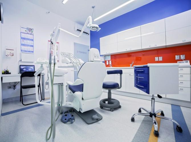 chirurg stomatolog piła