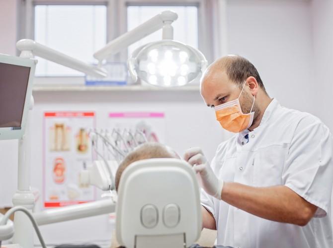 piaskowanie zębów piła